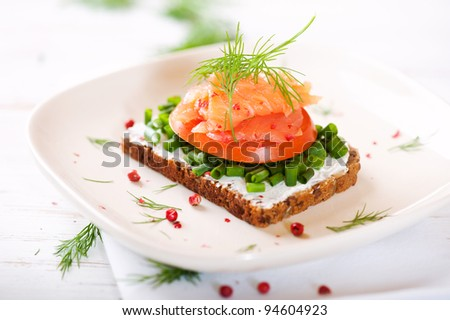 Salmon sandwich with chive and dill