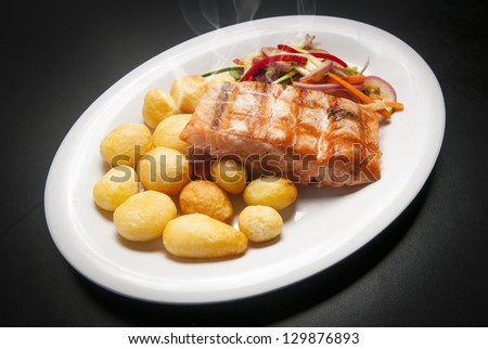 salmon seafood restaurant potatoes and vejetables
