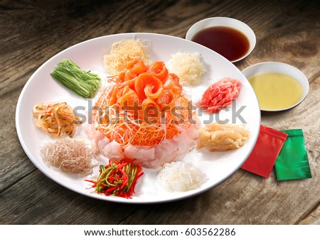 Salmon Yee Sang or Yusheng, a Chinese new year celebration dish Photo stock ©