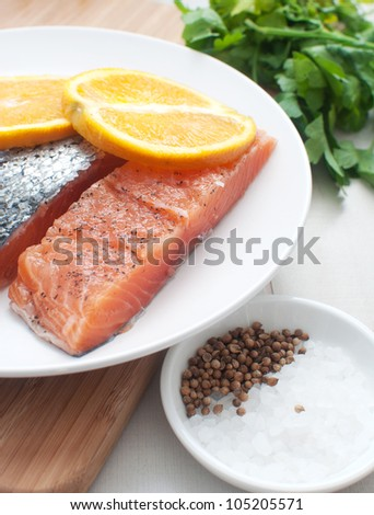 Salted salmon fillets with oranges
