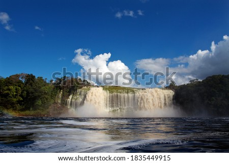 Salto Hacha waterfall in Canaima National park, Venezuela Foto stock ©