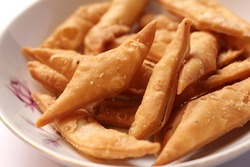 Salty Namak Para is an Indian, Pakistani and Bangladeshi Snack Bakery Food, Which is Crispy and Flaky.