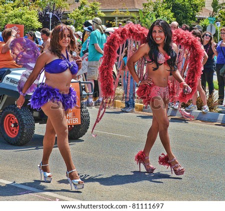 stock photo : SAN DIEGO, CALIFORNIA - JULY 16: Two women in boas,