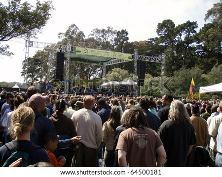 SAN FRANCISCO, CA - APRIL 22: Stephen Marley featuring Junior Gong sings at Music & Arts Festival - the nation's largest celebration of Earth Day in Golden Gate Park, San Francisco April 22, 2007