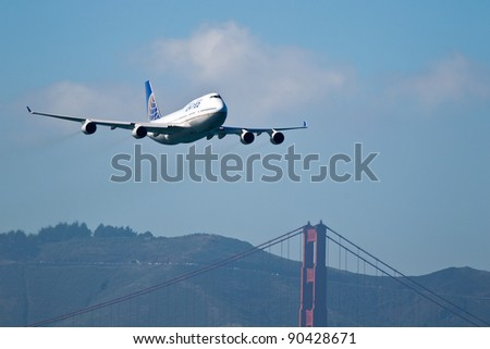 SAN FRANCISCO, 0CT. 7: A United Airlines Boeing 747 flies above Golden Gate Bridge during the 2011 San Francisco Fleet Week on October 7, 2010 in San Francisco, CA.