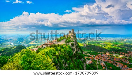 San Marino Republic, medieval Guaita first tower on a rocky cliff and panoramic view of Romagna Foto stock ©