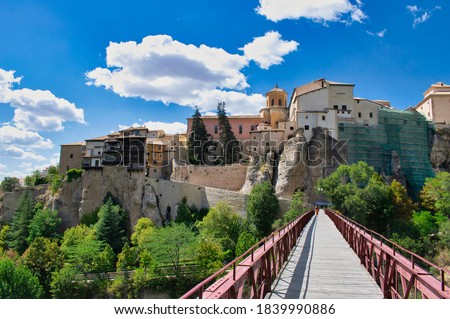 San Pablo  bridge and views of the upper city of Cuenca with its hanging houses, Castilla la Mancha Foto stock ©