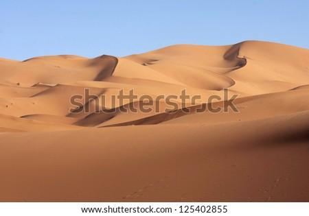 sand dunes view on eastern Sahara desert #125402855
