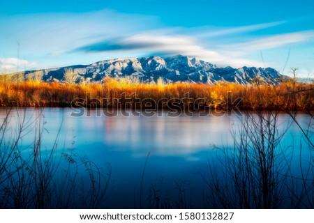 Sandia Mountains from the Bosque near Bernalillo,NM Foto stock ©
