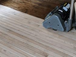 Sanding hardwood floor with the grinding machine