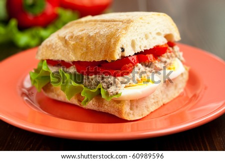 Sandwich stuffed with tuna, egg and bell peppers
