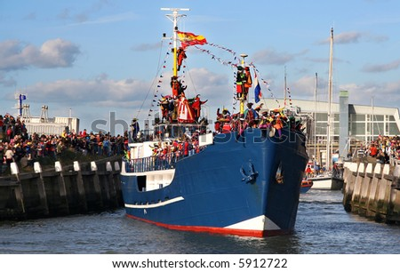 Santa Claus arrives in Holland by boat
