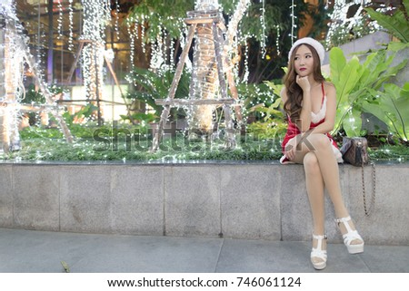 santa girl sitting #746061124