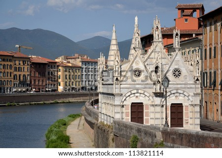 Santa Maria della Spina - Gothic church in the Italian city of Pisa.