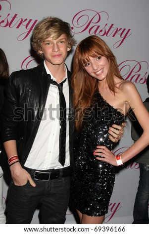 SANTA MONICA, CA - JAN 19: Cody Simpson, Bella Thorne arrives at Cody