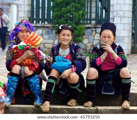 SAPA, VIETNAM - NOV 23: Unidentified girls from the Black H'mong Minority People sitting on steps on November 23, 2010 in Sapa, Vietnam.  H'mong are the 8th largest ethnic group in Vietnam