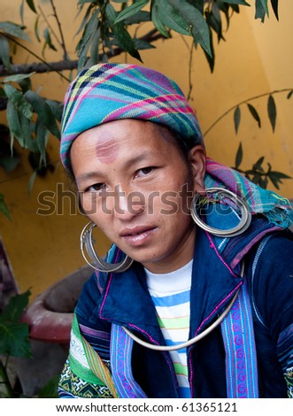 SAPA, VIETNAM - SEPTEMBER 16: unidentified H'mong woman in Sa Pa, September 16, 2010. According to UNFPA census, the Mong population in Vietnam is 1.068.189 (April 2009)