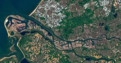 satellite image of Rotterdam an the Europoort harbour. Contains modified Copernicus Sentinel data 2018.