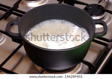 Saucepan with boiling food stand
