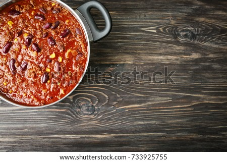 Shutterstock Saucepan with delicious chili con carne on wooden background