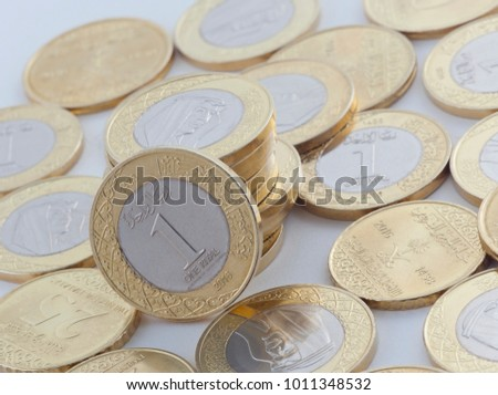 Saudi Riyal and Halalas Coins showing King Salman of Saudi Arabia Stok fotoğraf ©