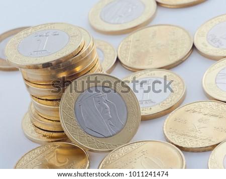 Saudi Riyal New and Halalas Coins showing King Salman of Saudi Arabia Stok fotoğraf ©