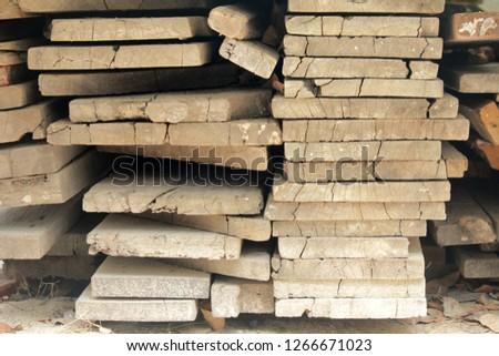 Sawn timber or timber that is arranged for use in construction