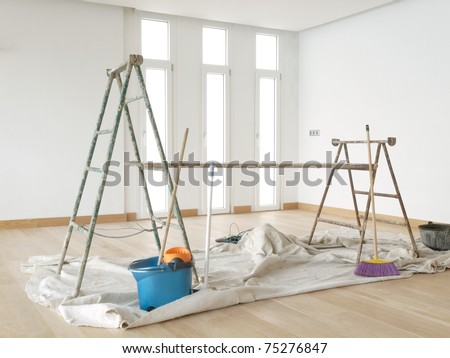 Scaffold in a white room with parquet