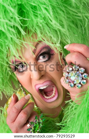 yrs major issue hey fking raging drag queen white house