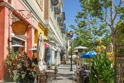 Scenery of the shopping street in West Palm Beach, Florida