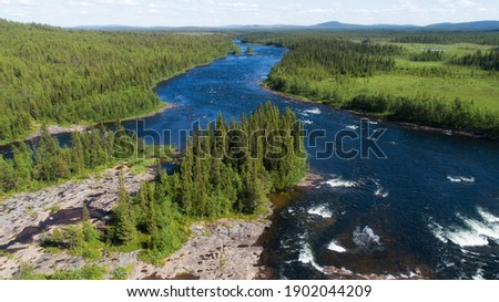 Scenic aerial view of a beautiful wild river in Swedish Lapland.  Foto d'archivio ©