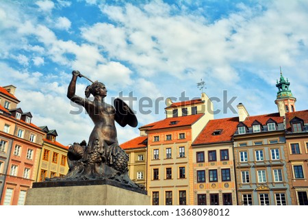Scenic cityscape with the Old Town Market Square (Rynek Starego Miasta) and the Warsaw Mermaid , symbol of the city. Zdjęcia stock ©