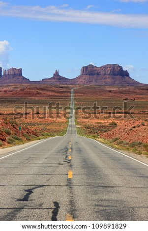 Scenic Highway into Monument Valley, Utah, USA.