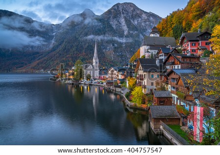 Scenic picture-postcard view of famous historic Hallstatt mountain village with Hallstatter See in the Austrian Alps in twilight during blue hour at dawn in fall, region of Salzkammergut, Austria Stock fotó ©