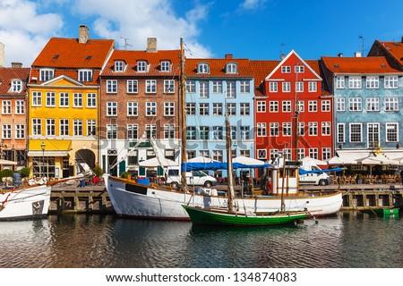 Scenic summer view of color buildings of Nyhavn in Copehnagen, Denmark Stock foto ©