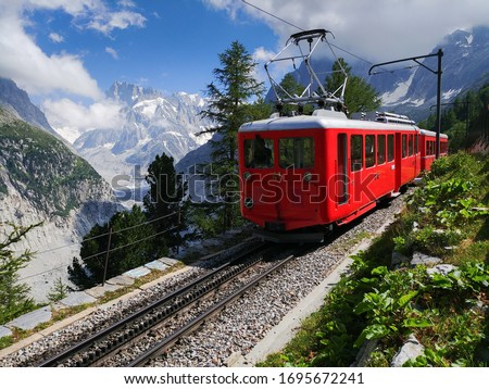 Scenic train in mountains - railway in Alps - Mer De Glace - Chamonix - Montenvers Photo stock ©