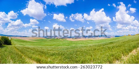 Scenic Tuscany landscape with rolling hills and beautiful cloudscape in Val d\'Orcia, Italy