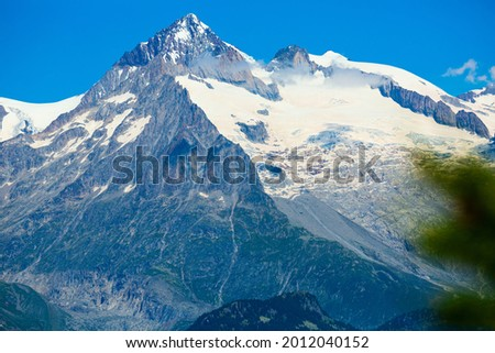Scenic view of Alpine landscape of Mont Blanc massif and Aiguille Verte, French Alps Photo stock ©