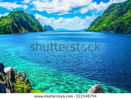 stock photo scenic view of sea bay and mountain islands palawan philippines 322548794 - Каталог — Фотообои «Море, пляж»