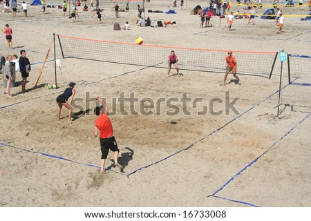 SCHEVENINGEN, HOLLAND - AUGUST 30, 2008: Players at the Dutch championship beach volleybal in Scheveningen on August 30, 2008