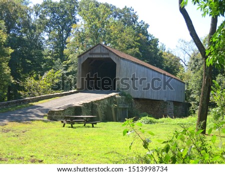 Schofield Ford Covered Bridge at Tyler State Park  in Bucks County,Pennsylvania. Trails, are carefully nestled within the original farm and woodland setting, over Neshaminy Creek. Stockfoto ©
