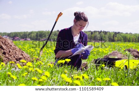 Scientist ecologist on the meadow writing something on the envelope. Stock foto ©