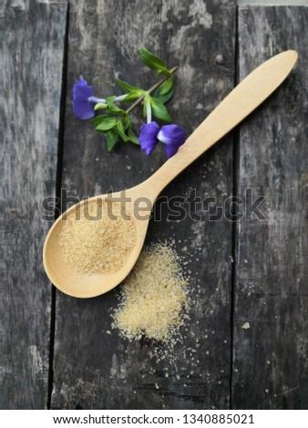 Scoop the sugar, granulated sugar, sugar around