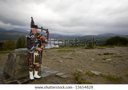highland bagpiper