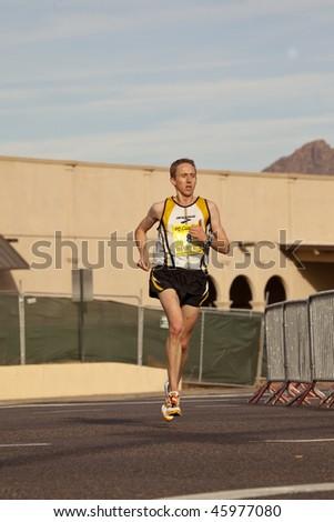 SCOTTSDALE, AZ - JANUARY 17:  Brad Poore races in the P.F. Chang's Phoenix Arizona Marathon on January 17, 2010 in Scottsdale, AZ.