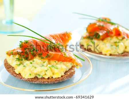 Scrambled egg and smoked salmon on toast