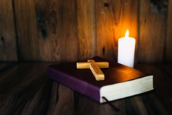 Scripture and cross symbolism Under the light of a candle Blessing from God with the power and power of holiness. It represents forgiveness through the power of religion, faith, worship.