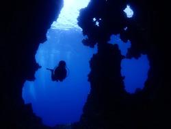 scuba diver exploting caves and caverns underwater scubadiver