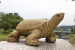 Sculpture of a turtle(terrapin) on a parapet.