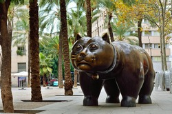 Sculpture of cat in in the El Raval district of Barcelona